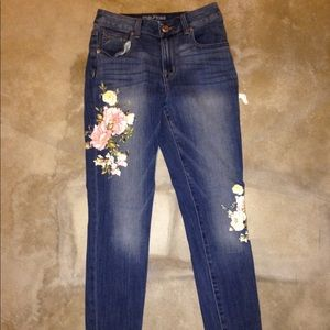 make offers flowered skinny jeans